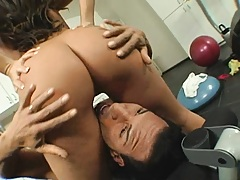 Chick sits with her ound ass on guys face