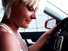 Street blowjob from a sexy aussie babe Kellye