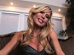 Amber lynn shows off her amaizing boobs
