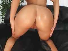 Spicy LAtina puts a dildo into her anus