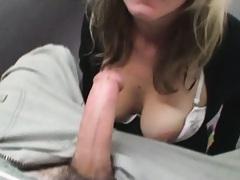 Skunk looking girlfriend blowing penis of her bf