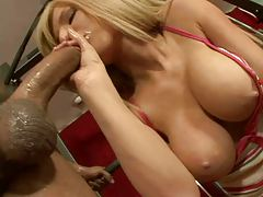 Kenzie Marie sits on cock while working out