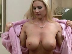 Big tits blonde milf Devon Lee going for a nice oily massage