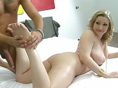 Big tits Vicky Vixen gets her feet and ass oiled and massaged