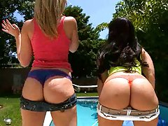 Two hot babes Alexis and Liz outdoors showing butts