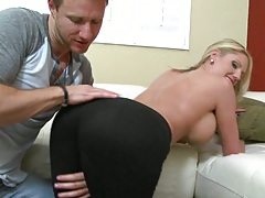 Zoii nice ass milf bends over