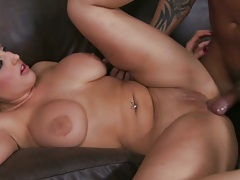 Dayna Vendetta fucked and titty fuck on the couch
